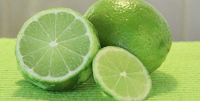L'aluminium dans les déodorants peut causer le cancer du sein. Utilisez le citron vert pour éliminer les odeurs corporelles