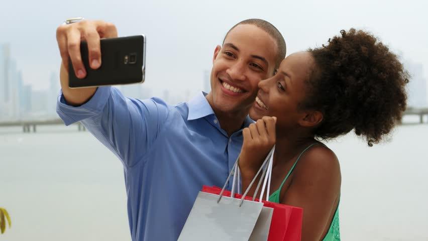 Pourquoi les couples heureux publient moins de choses sur leur relation sur les médias sociaux