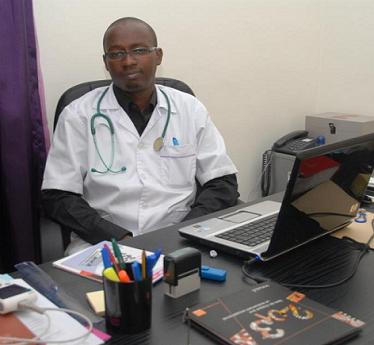 Abdoulaye Diop, Gynécologue-obstétricien   «Les femmes subissent une injustice sociale liée à l'infertilité»