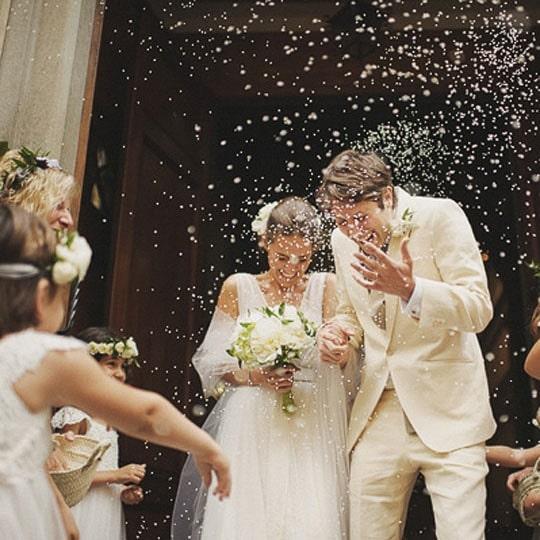 Pourquoi jette-t-on du riz aux mariés ?