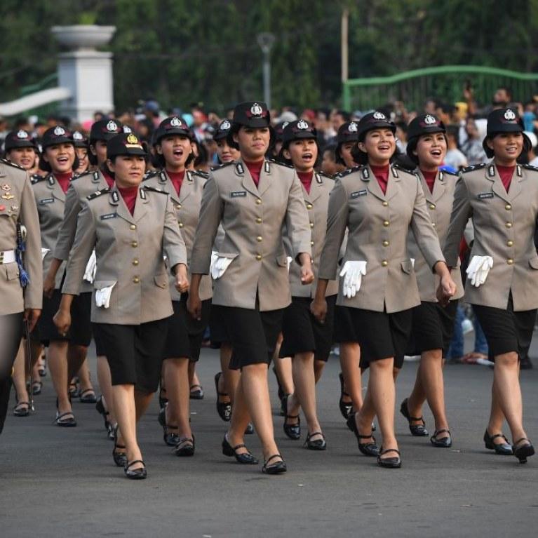 En Indonésie, pour être policière, les femmes doivent se soumettre à un «test de virginité» inhumain