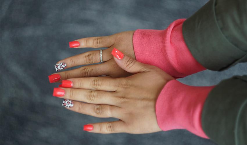 Des ongles imprimés en 3D sur mesure, futur de la manucure ?